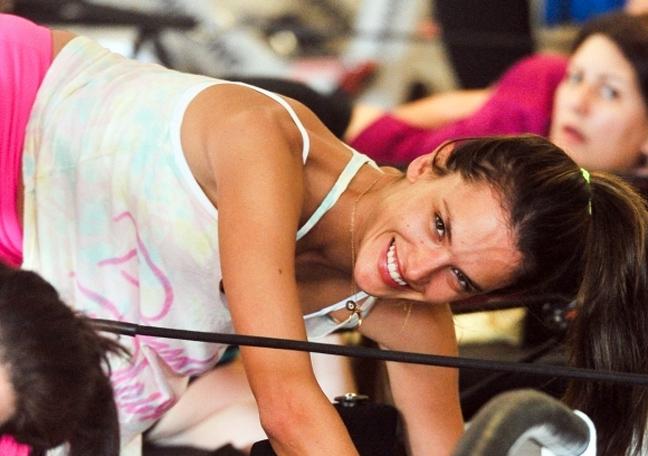 Γυμνάζεται σκληρά η Alessandra Ambrosio 7