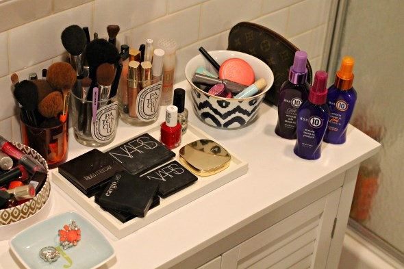 bathroom-vanity-makeup-counter