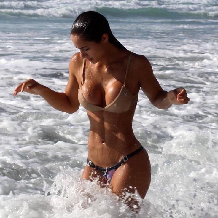 Η Bruna Luccas με το απίστευτα γυμνασμένο κορμί της. 7