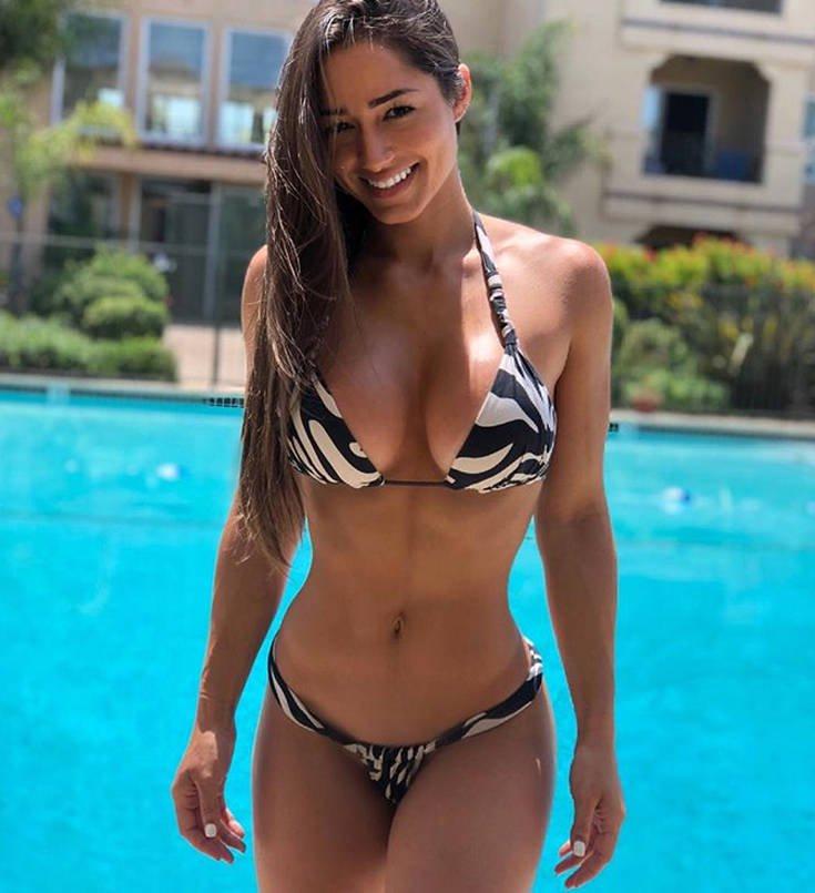 Η Bruna Luccas με το απίστευτα γυμνασμένο κορμί της. 3