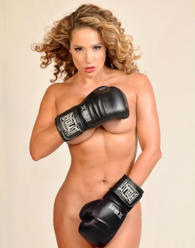 Γυμνή στο ρινγκ η Jennifer Nicole Lee 2