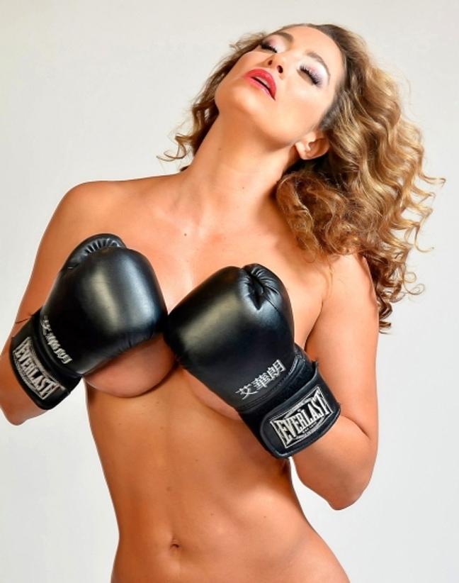 Γυμνή στο ρινγκ η Jennifer Nicole Lee 8