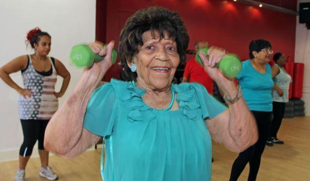 Γιαγιά 100 ετών πηγαίνει τρεις φορές την εβδομάδα γυμναστήριο 1