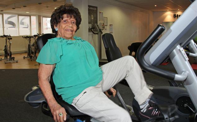 Γιαγιά 100 ετών πηγαίνει τρεις φορές την εβδομάδα γυμναστήριο 4