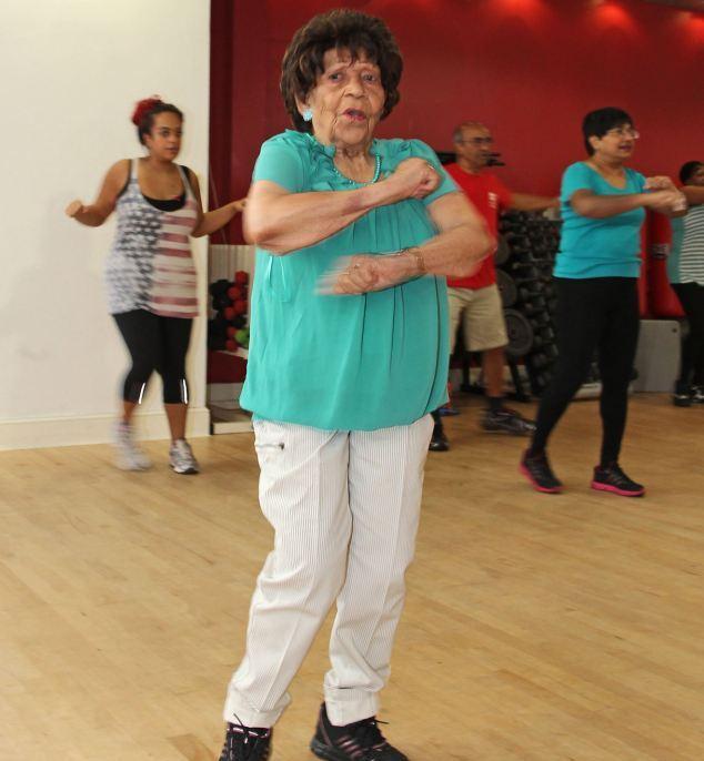 Γιαγιά 100 ετών πηγαίνει τρεις φορές την εβδομάδα γυμναστήριο 5