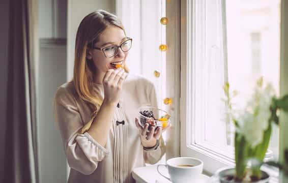 woman eats cereals