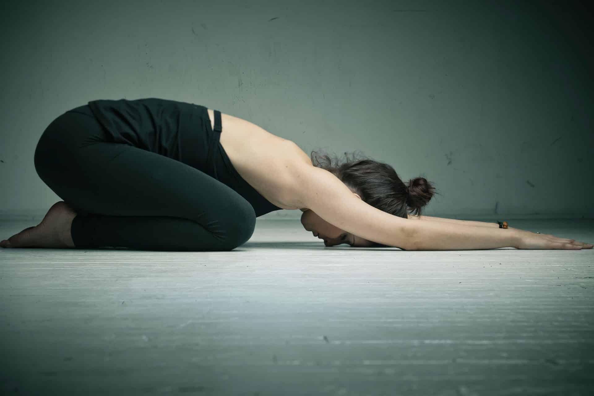 yoga ponoi stin plati